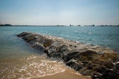 Camino de piedra en el agua en un puerto Fotos de archivo