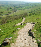 Camino de piedra en la ensenada de Malham (Reino Unido) Imagenes de archivo