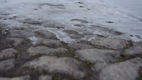 Camino de piedra viejo del invierno almacen de video