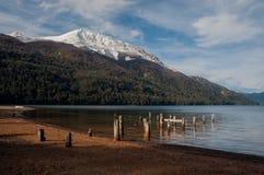 Camino de siete lagos en la angostura del la del chalet, la Argentina Fotografía de archivo