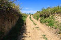 Camino de tierra ascendente Fotografía de archivo libre de regalías