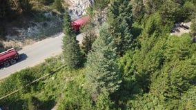 Camino de tierra del rastro del firetruck del incendio forestal de Idaho almacen de metraje de vídeo