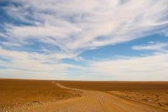 Camino de tierra interminable Imagen de archivo libre de regalías