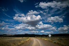 Camino de tierra a los rangos del Flinders fotografía de archivo libre de regalías