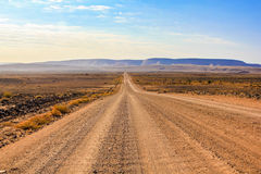 Camino de tierra para pescar el barranco del río, Namibia Foto de archivo