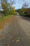 Camino de tierra que lleva a las colinas Fotos de archivo