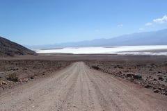 Camino de tierra a través, California, los E.E.U.U. Fotografía de archivo