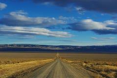 Camino de tierra a través de Nevada Fotografía de archivo