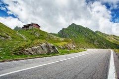 Camino de Transfagarasan, Rumania Camino en las montañas Fotografía de archivo libre de regalías