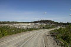 Camino de Unsurfaced al hoyo de grava Imagenes de archivo