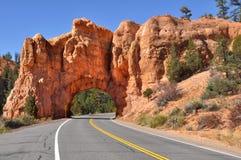 Camino de Utah a través del país rojo de la roca Fotos de archivo libres de regalías
