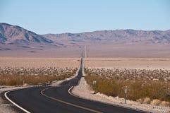 Camino a Death Valley Imágenes de archivo libres de regalías