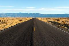 Camino a Death Valley Fotos de archivo libres de regalías