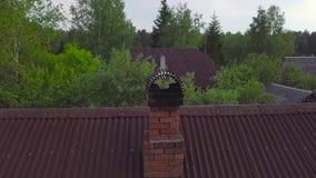 Camino dei mattoni rossi e tetti, vista aerea archivi video