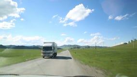 Camino del automóvil de las montañas Rusia de Altai almacen de video
