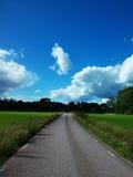 Camino del cielo azul Imagen de archivo libre de regalías