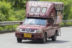 camino del desarrollo del taxi de 1520 camiones - Bangkapi Imágenes de archivo libres de regalías