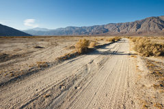 Camino del desierto fotografía de archivo libre de regalías