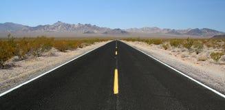 Camino del desierto Fotos de archivo libres de regalías