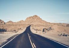 Camino del desierto de Nevada, los E.E.U.U. fotografía de archivo