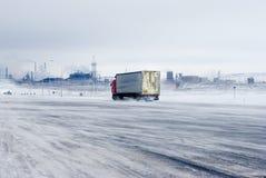 Camino del invierno durante una nevada Imagen de archivo
