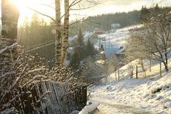 Camino del invierno en el pueblo Fotografía de archivo libre de regalías
