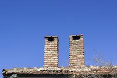 Camino del mattone della muratura con fondo blu del cielo Fotografia Stock