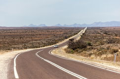 Camino del país interior. Gamas del Flinders. Austr del sur Fotografía de archivo