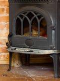 Camino del primo piano con l'interno del fuoco heating fotografia stock