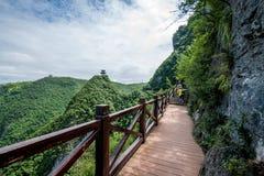Camino del tablón del barranco de Chongqing Yunyang Longtan National Geopark Foto de archivo