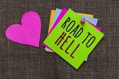 Camino del texto de la escritura al infierno El concepto que significa el papel inseguro aventurado oscuro del viaje del callejón fotografía de archivo