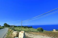 Camino del verano en el azul Imagenes de archivo