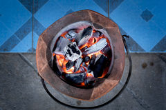 Camino di calore dell'ustione della stufa un fuoco del carbone Fotografia Stock