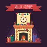 Camino di Natale con i regali, l'orologio e la candela Interno festivo variopinto per la cartolina d'auguri nello stile piano Cas Fotografia Stock Libera da Diritti