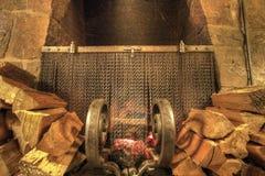 Camino di pietra bruciante di legno immagine stock libera da diritti