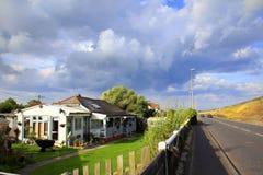 A259 camino Dymchurch Kent Reino Unido Imagen de archivo libre de regalías