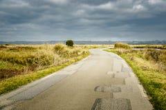 Camino en Bretaña rural, Francia Imagenes de archivo