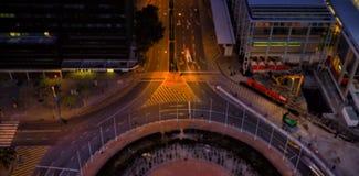 Camino en ciudad en la noche Fotos de archivo