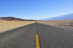 Camino en Death Valley Fotografía de archivo libre de regalías