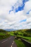 Camino en distrito del lago Foto de archivo libre de regalías