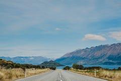 Camino en el camino de Nueva Zelanda a Queenstown Foto de archivo libre de regalías