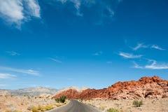 Camino en el desierto Imágenes de archivo libres de regalías