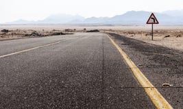 Camino en el desierto del Sáhara, Egipto Fotos de archivo libres de regalías