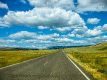Camino en el parque nacional de Yellowstone Fotografía de archivo