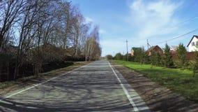 Camino en el pueblo de la cabaña almacen de video