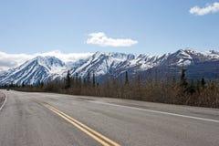Camino en el rango de Alaska Fotografía de archivo