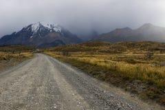 Camino en el Torres del Paine fotos de archivo libres de regalías