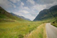 Camino en el valle Foto de archivo libre de regalías