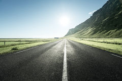 Camino en el verano Islandia imagen de archivo