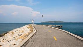 Camino en fondo azul Foto de archivo